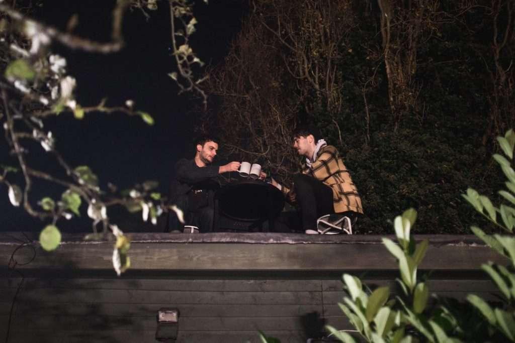 Comensales en el tejado de Shed at Dulwich